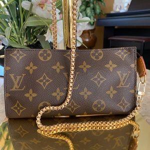 Louis Vuitton Bucket GM Pouch/Crossbody
